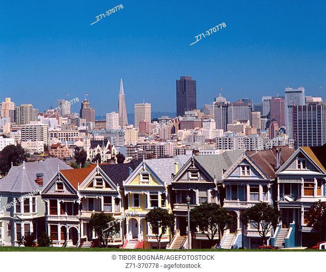 Victorian Houses in Alamo Square, skyline. San Francisco. California, USA