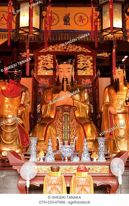 Gods statue in the Town God's temple, Yu Yuan, Shanghai, China