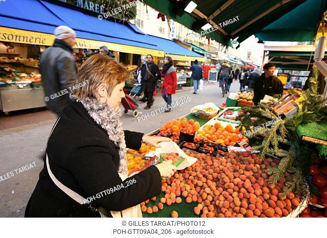 tourism, France, paris 14th arrondissement, denfert rochereau area, rue daguerre, street, st, shop, pedestrian street Photo Gilles Targat