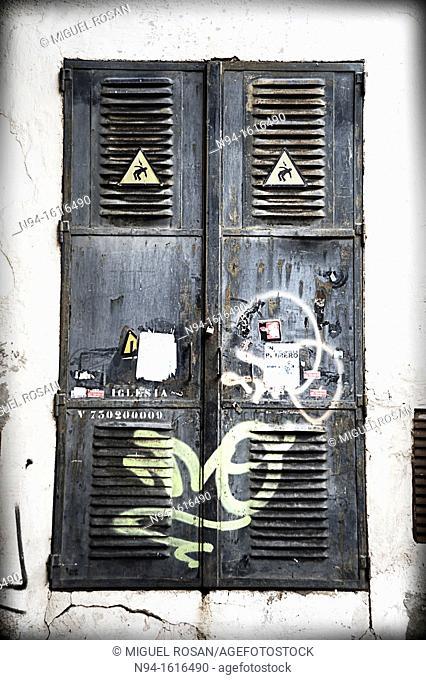 Metal doors access enrgía transformers power supply