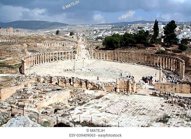 the oval plaza in ancient jerash, jordan