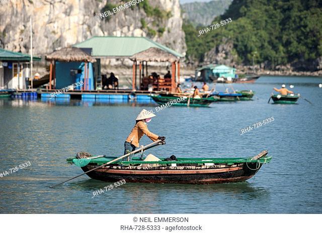 Floating village, Halong Bay, UNESCO World Heritage Site, Vietnam, Indochina, Southeast Asia, Asia