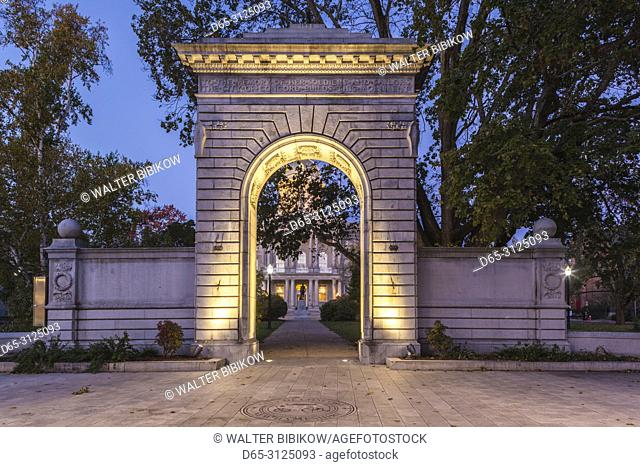 USA, New England, New Hampshire, Concord, New Hampshire State House, Soldiers and Sailors Memorial Arch, dawn