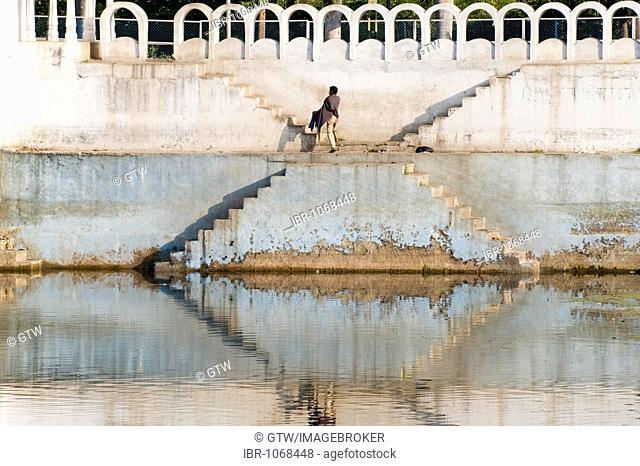 Local man on a ghat, steps, Udaipur, Rajasthan, India, South Asia