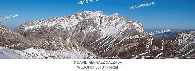 Spain, Cantabria, Winter Landscape in Picos de Europa mountains