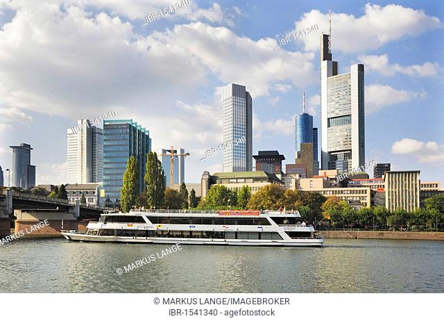 Excursion boat on the Main River Main in front of the skyline of the financial district, Frankfurt, Hesse, Germany, Europe