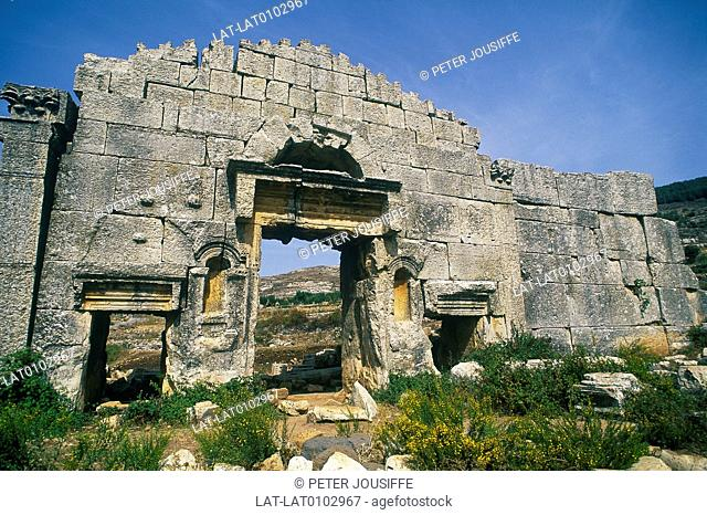 Hosn Suleyman. Archaeological site. Large wall. Arch,gates