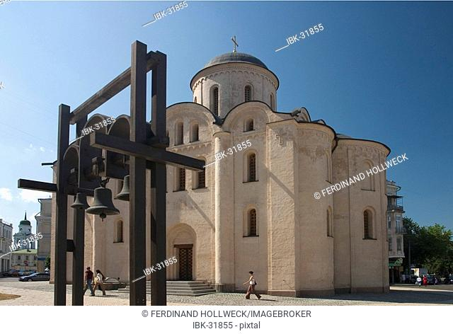 Ukraine Kiev district Podil Kontraktova Place oldest place of town Pirohisci godmother church 1136 but new reconstructed mainchurch of Podil blue sky 2004