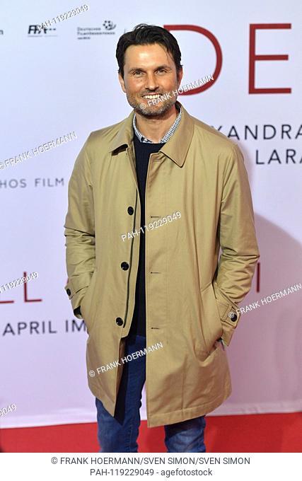 Simon VERHOEVEN (director), single image, single cut motif, half figure, half figure. Red Carpet, Red Carpet, Arrival. Cinema premiere DER FALL COLLINI on 11