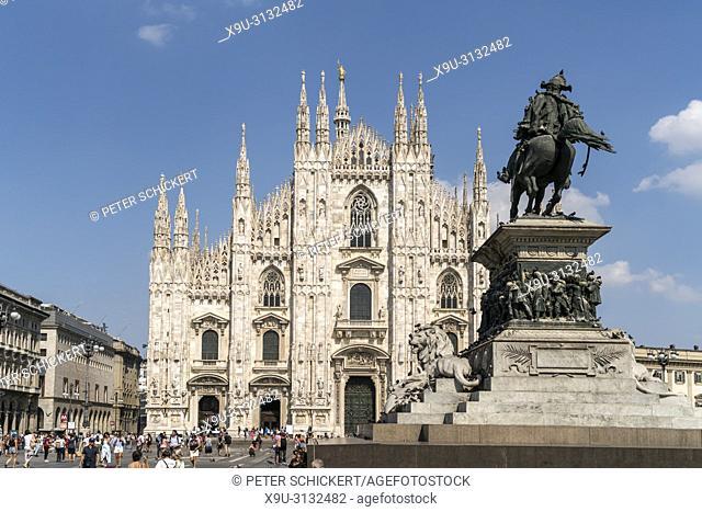 Reiterstandbild von Vittorio Emanuele II vor dem Mailänder Dom auf der Piazza del Duomo, Mailand, Lombardei, Italien | Monument to King Victor Emmanuel II and...