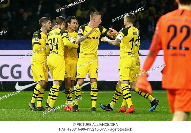 16 March 2019, Berlin: Soccer: Bundesliga, Hertha BSC - Borussia Dortmund, 26th matchday in the Olympic Stadium. Dortmund player Jacob Bruun Larsen (2nd from...