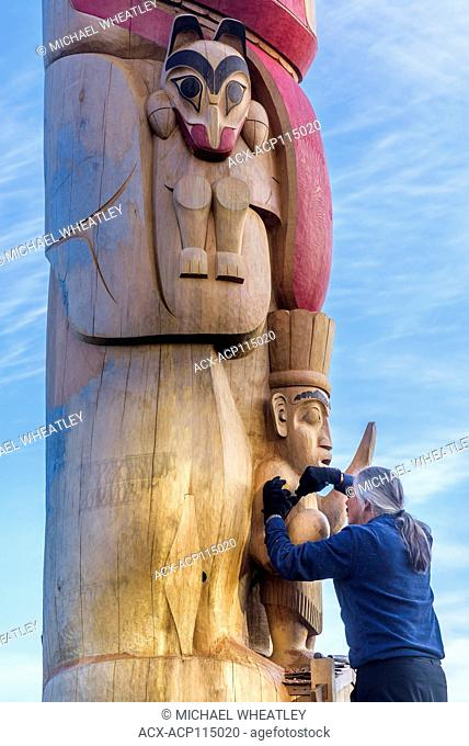 55-foot totem pole being carved in situ by Haida master artist and Hereditary Chief, 7idansuu, (Edenshaw) aka James Hart