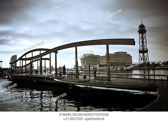 Rambla del Mar footbridge. Maremagnum area, Barcelona harbour, Catalonia, Spain
