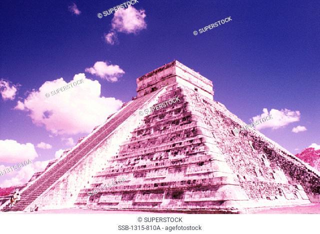 El Castillo Chichen Itza ( Mayan) Mexico