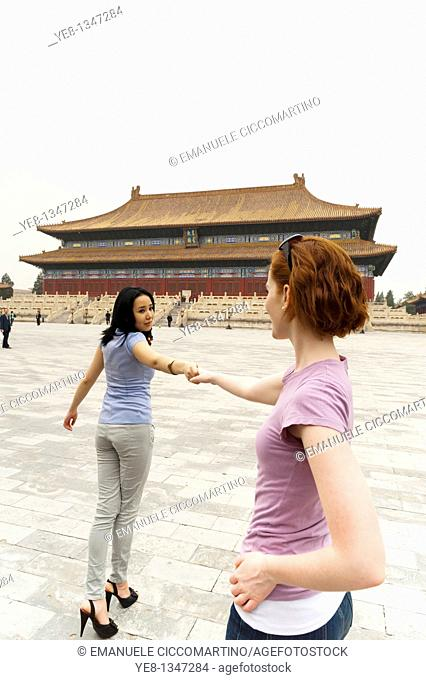 Tourists in front of the Hall for Worship Of Ancestors, The Forbidden City, Beijing, China, Asia  MR