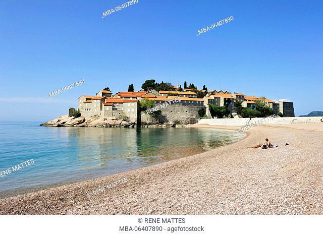Montenegro, Adriatic coast, Bay of Budva, Sveti Stefan peninsula, the fortified village of Stefan-Svesti transformed into a luxury hotel