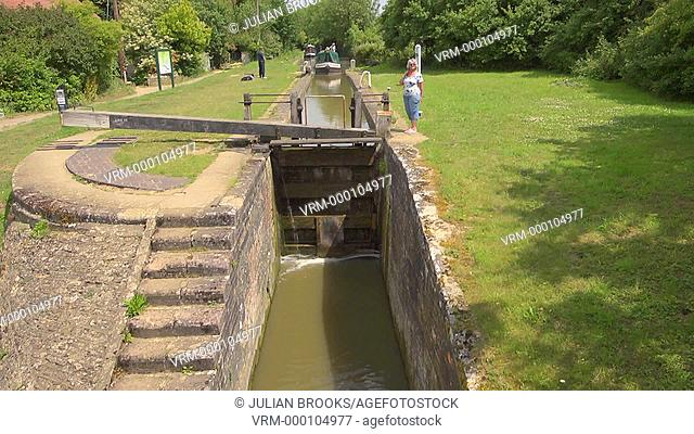 Narrowboat going through a lock on the Oxford Canal, time lapse