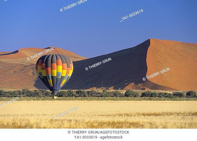 Namibia, Namib-Naukluft National park, hot-air balloon flying over Namib desert