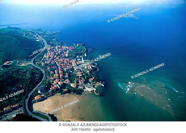 Mundaka and Izaro island. Biosphere Reserve. Urdaibai. Vizcaya. Euskadi. Spain