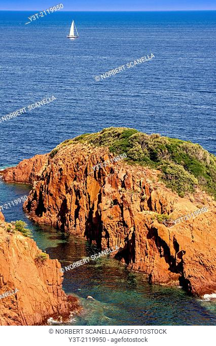 Europe, France, Var, Corniche de l'Esterel, Saint-Raphaël. The red rocks of Cape Dramont