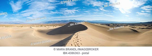Mesquite Flat Sand Dunes, sand dune tracks, Amargosa Mountain Range foothills, Death Valley National Park, California, USA