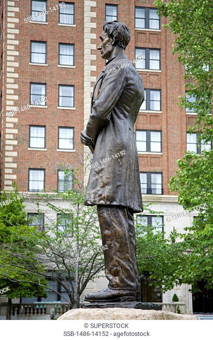 USA, Ohio, Cincinnati, Lytle Park, Statue of Abraham Lincoln