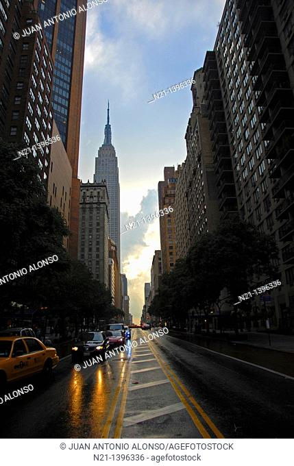 The Empire State Building at dusk. 34th Street at Lexington Avenue. Murray Hill, Manhattan, New York, New York, USA