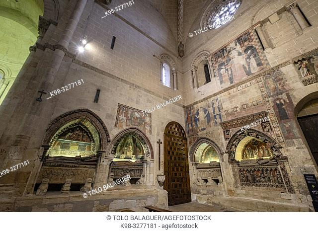 Sepulcros y pinturas murales en el brazo sur del crucero. Catedral de la Asunción de la Virgen, catedral vieja, Salamanca, comunidad autónoma de Castilla y León