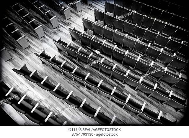 Patio de butacas de un teatro vacio, Stalls of an empty theater