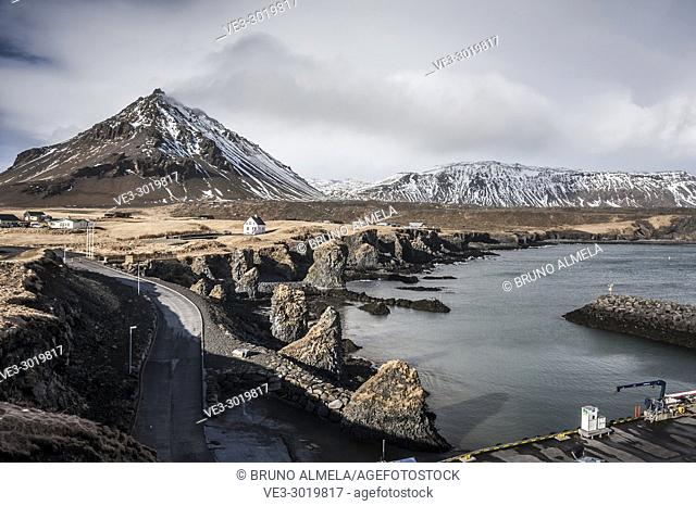 Coast in Arnarstapi. In the background, Stapafell mountain, Snæfellsnes peninsula (region of Vesturland, Iceland)