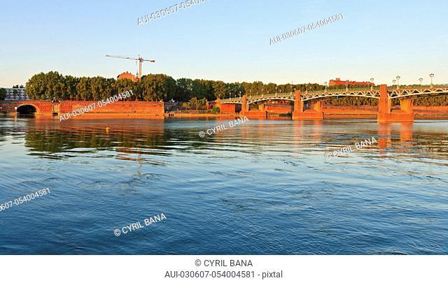 France, Toulouse, Saint Pierre bridge, sunset