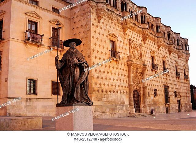 Cardinal Mendoza's statue and Palacio del Infantado. Guadalajara, Spain