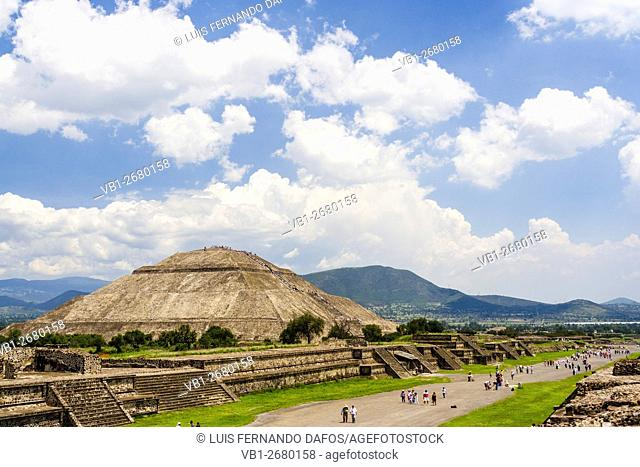 Pyramid of the Sun and Avenue of the Dead. Teotihuacan, Mexico