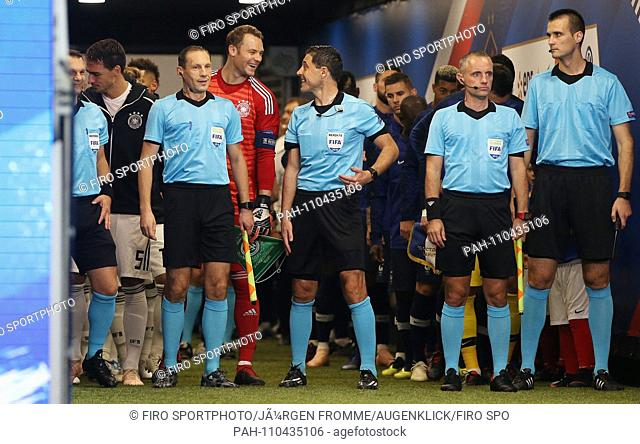firo: 16.10.2018, Football, Country: National, Season 2018/2019, Nations League France, France - Germany, Germany 2: 1 Manuel Neuer, Inlet Tunnel with referee
