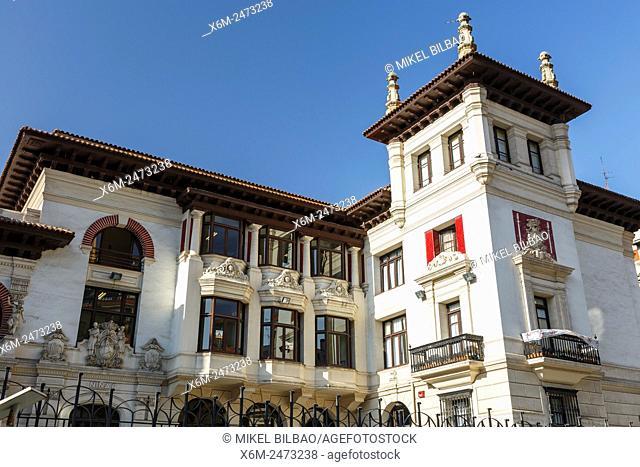 Maestro Garcia Ribero Schools and Nervion river. Bilbao. Bizkaia, España