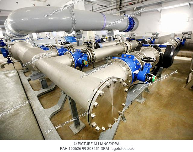 26 June 2019, North Rhine-Westphalia, Essen: The drinking water runs through huge pipes to the UV disinfection plant at the Verbundwasserwerk Essen (WGE)