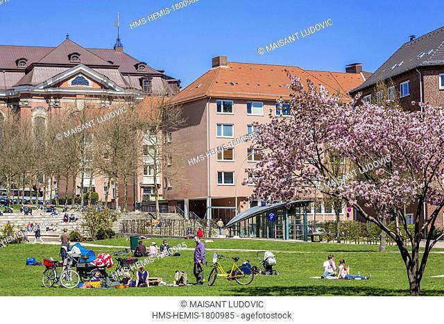 Germany, Hamburg, park behind the church of Saint Michel