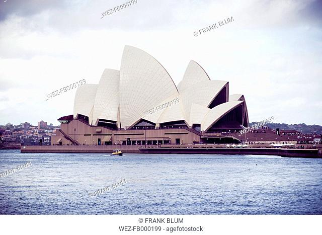 Australia, New South Wales, Sydney, view to Sydney opera