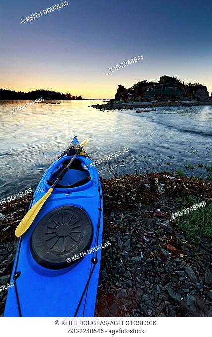 Sea kayak at sunset, Pipers Lagoon Park, Nanaimo, Vancouver Island, British Columbia