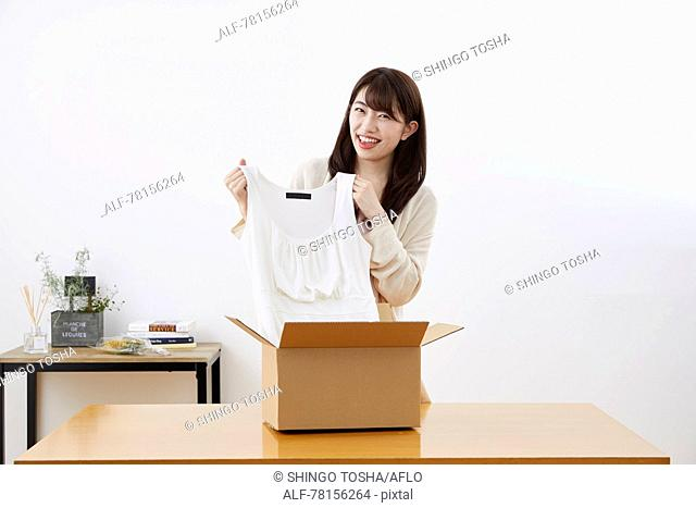 Japanese woman selling online