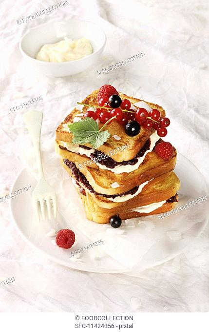 French toast with mascarpone cream and jam