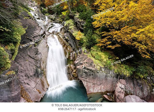 cascada en el rio Cinca, valle de Pineta, parque nacional de Ordesa y Monte Perdido, Provincia de Huesca, Comunidad Autónoma de Aragón, Pyrenees Mountains