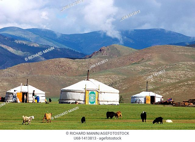 Mongolia, Ovorkhangai district, Orkhon valley, camp of yurt