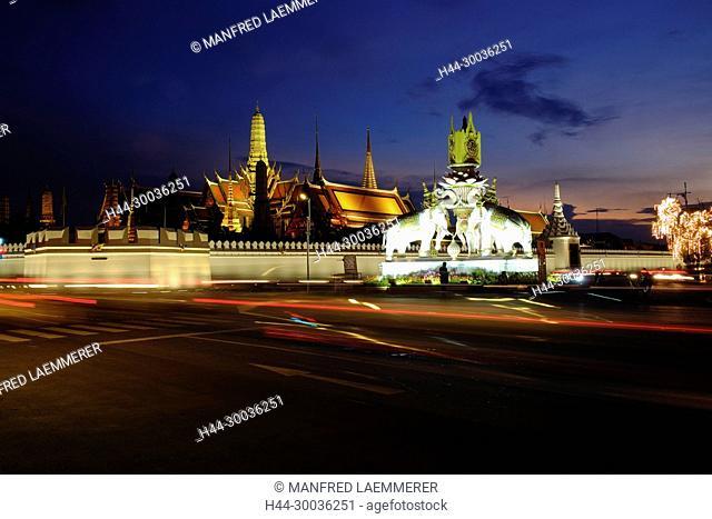 Asia, Thailand, Bangkok, Grand Palace, Wat Phra Kaeo, in the evening lights up