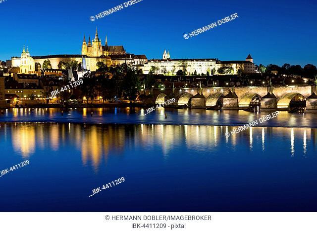 Charles Bridge, Vltava River, Prague Castle, St. Vitus Cathedral, Hradcny, Castle District, Prague, Czech Republic