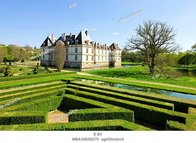 Chateau Cormatin, castle grounds with labyrinth, France