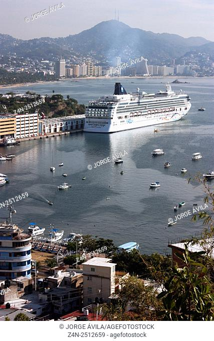 Mexico, Acapulco, Luxury Cruise in bay with city and mountain in background