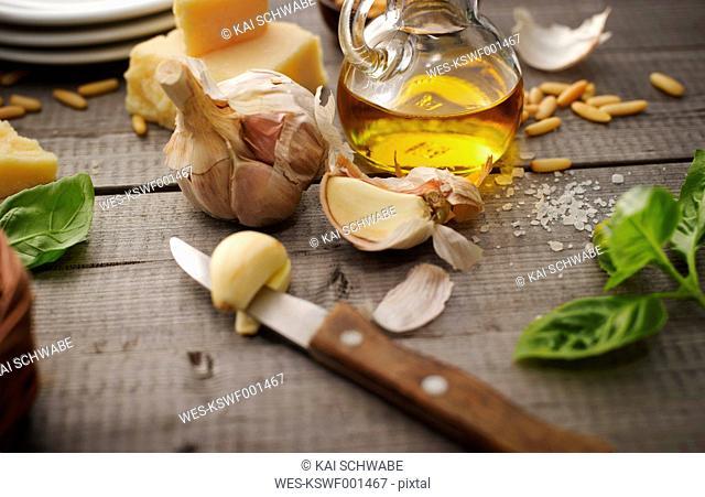 Preparing basil pesto
