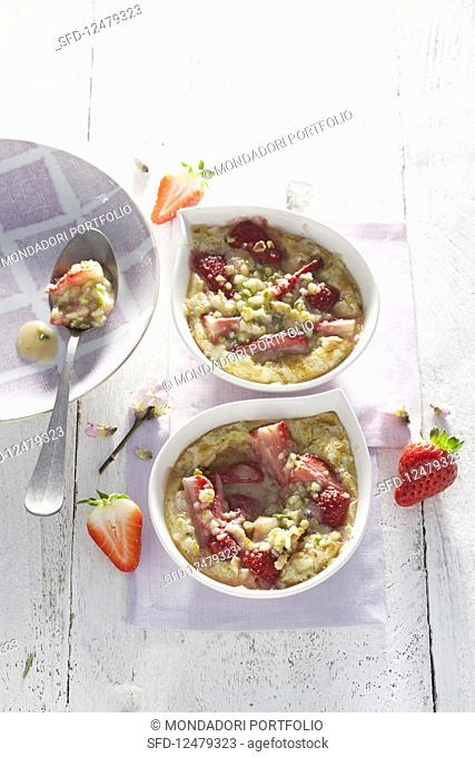 Strawberry flans with white chocolate and pistachio and almond crumble