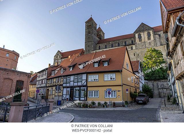 Germany, Saxony-Anhalt, Quedlinburg, Collegiate Church St. Servatius on castle hill, half-timbered houses